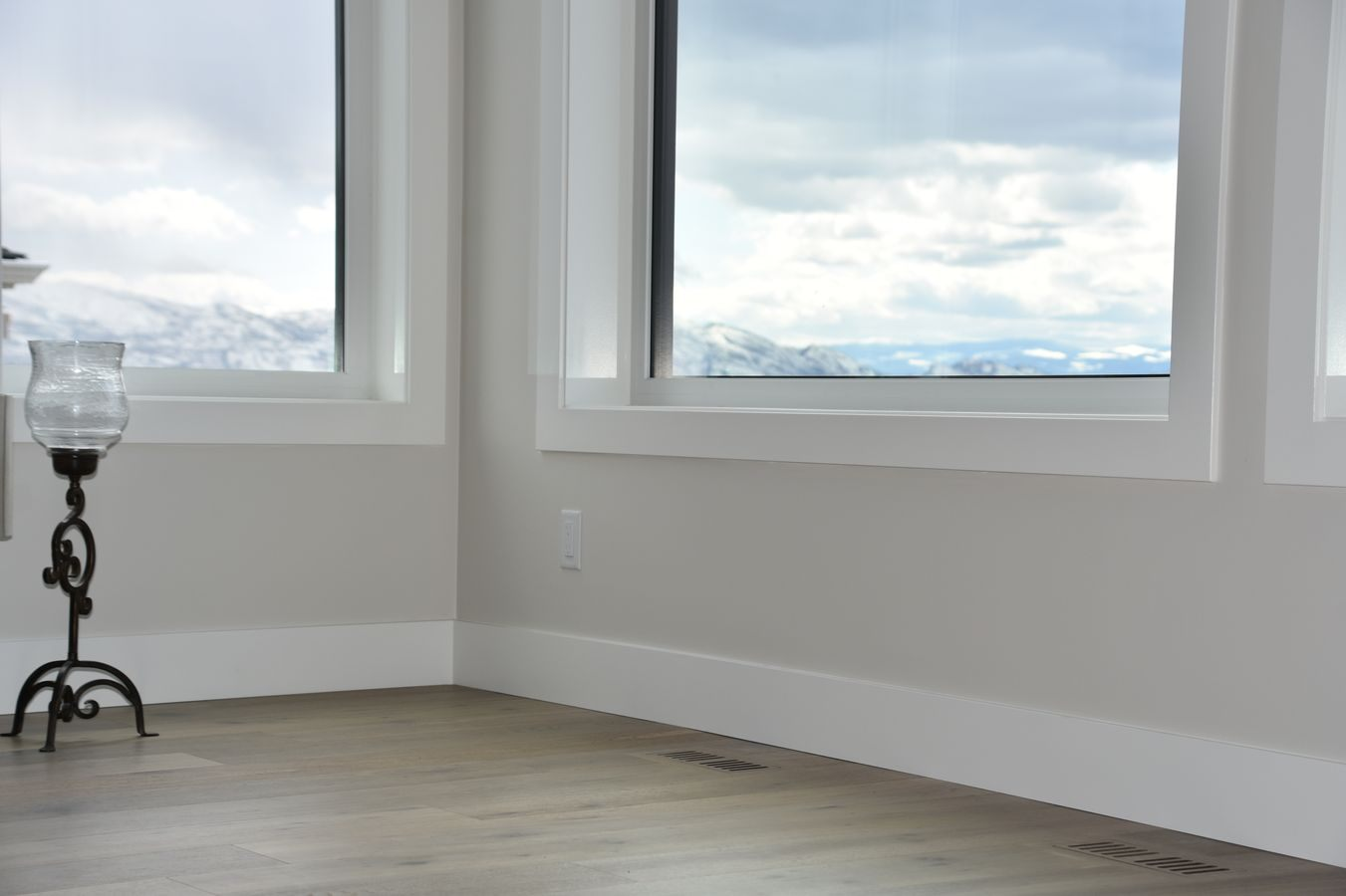 02-new-home-hardwood-and-luxury-vinyl-project-kelowna-bc-hw (2)